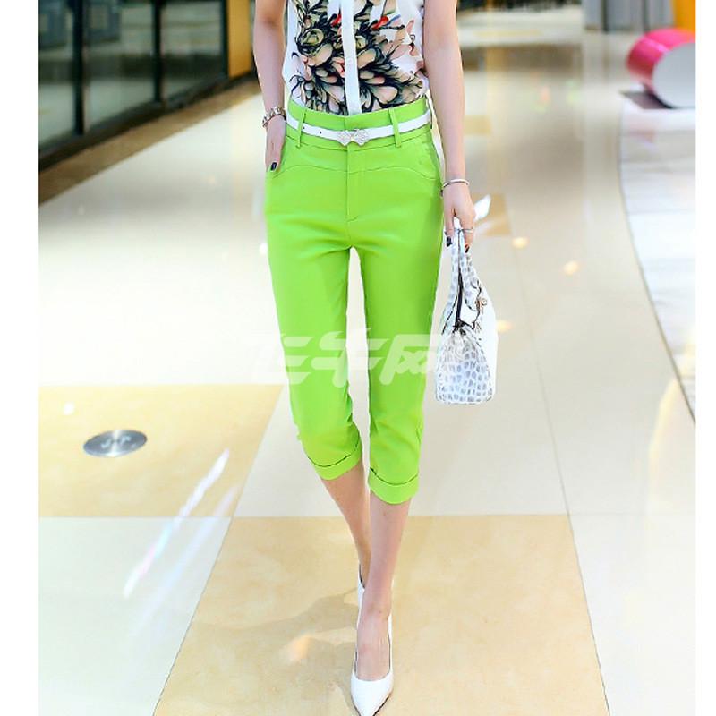 浅绿色豆豆鞋搭配什么颜色裤子